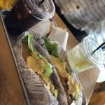 92302058 - フィリーズチーズステーキ セットと テリヤキチーズステーキ セット