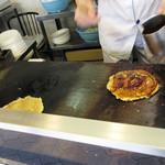 餃子の横綱 - 左の鉄板でお好み焼きを
