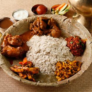 本格ネパール料理「ネワリ・タカリ料理」