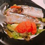 だい人 - 秋刀魚 骨まで食べられる丸ごとサラダ800円