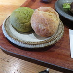 肉ばたけ - ホウレン草と人参パン