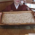 武蔵そば - 名物の板そば!2~3人前だそうですが、食事と考えると2人前かな。蕎麦のみの追加は1枚850円です。