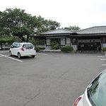 武蔵そば - 車でなきゃ行けないトコなんで、敷地内の駐車場はとっても広いです。第二駐車場もあるそうです。