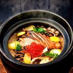 銀鮭といくらの土鍋炊き込み御飯