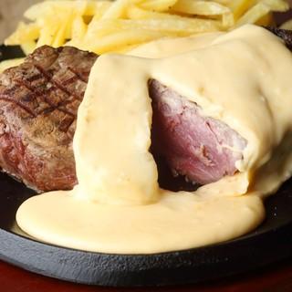 PITTAVERNの看板メニュー②:1ポンドチーズステーキ