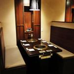 東京焼肉 あかね - テーブル席1