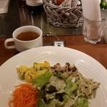 イタリアン居酒屋 イタサカマルシェ - ランチの前菜とスープ