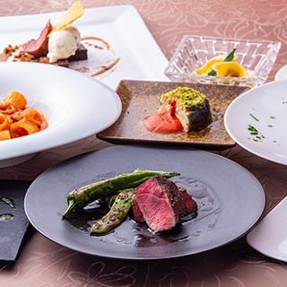 産地直送の野菜や旬の食材を感性豊かに味わうコース料理。