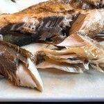 海わ屋 - 松輪さば塩焼きをほぐす