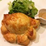 92326648 - 鶏肉のムース、モッツァレラ、オリーブのパイパイ