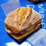 リシェ  - レーズンバターをサンドしたフランスパン