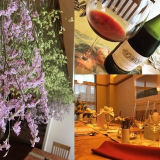 プロヴァンス風の優しい雰囲気の店内で美味しいワインを