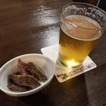 CarneTribe second クラフトビアバー - TOKYO隅田川ブルーイング ケルシュスタイル250mlとお通しの自家製ビーフジャーキー