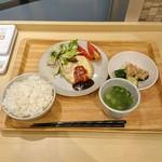 92336663 - 一汁二菜定食(チーズハンバーグ)
