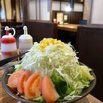 炭火焼肉ホルモン 七輪坂井 - さかいサラダ 思わず二度見の400円♪