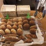 旅籠屋 - 料理写真:パン各種(朝食用)