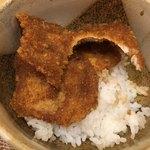おそばだうどんだ 越前 - ソースカツ丼 小鉢 カツはペラだけど ソースの味で食べさせる