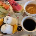 カフェ ガウディ - おむすび ホットコーヒー
