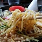 栄屋本店 - 麺リフト