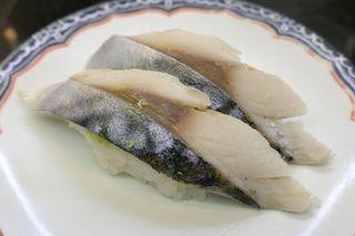 海鮮処 森田 大洗店 - まずは、身が分厚く旨味と酸味の塩梅がちょうどいい「〆鯖」160円をぺろり!