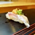 呉竹鮨 - [2018/08]寿司③ まだいの握り もみじ ねぎ