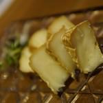 池袋 肉バル アンタガタドコサ - 燻製カマンベールチーズ 燻製カマンベールチーズ