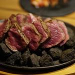 池袋 肉バル アンタガタドコサ - 燃えるボルケーノステーキ