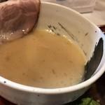 麺家 いさむ - 秋限定 鯛濃厚つけ麺 つけ汁アップ