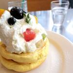92358985 - 季節のフルーツパンケーキ