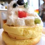 92359006 - 季節のフルーツパンケーキ
