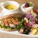 パークサイドカフェ - 15種野菜森のガーデンサンド