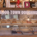 グッド タウン ドーナツ - ショーケース