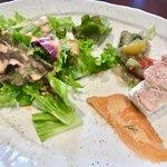 メグミ - (ランチの前菜)サーモンのカルパッチョ・鶏レバーのなんちゃら