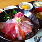 魚問屋 助八 - 海鮮丼定食