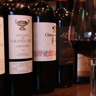 ソムリエが選ぶお肉に合うワインもリーズナブルに。