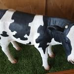 珈琲牧場 - 入口に牛さん♡