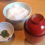 倉敷 和のうまみ処 桜草 - 松花堂弁当 ごはんとお味噌汁、香の物。