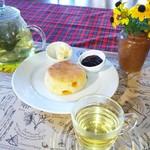 クレアホーム&ガーデン - チェダーチーズスコーンと季節のハーブティー