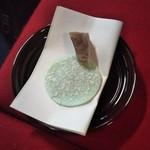 瑞龍寺 - クルミゆべしと 江出の月