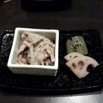 鳥焼 グレゴリー - 根菜の煮物と三種類のキノコのマリネ