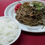 大陸 - ヤキソバ定食は、ヤキソバ、白ごはん、ワンタンのセットです。