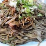 大陸 - 細い麺のヤキソバ、ご飯に合います。