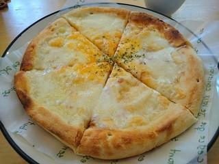 ピーカーブー - 3種のチーズのピザ~はちみつ添え~