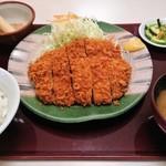 こだわりとんかつ たやま - 料理写真:特選ロースカツ定食(中)1,458円