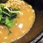 92393339 - 見た目より醤油感が強いスープ。