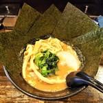 92393354 - ラーメン730円麺硬め。海苔増し100円。