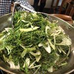 ベトナム料理 オーセンティック - ナマズの上にてんこ盛りのディル