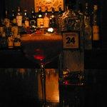 9240295 - オリジナルカクテル「RedGiant」。ジン特有のきつさがなく、実に飲みやすい仕上がりだ