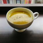 サルトリイバラ喫茶室 - 薬膳ランチ:豆おこわ ポーチドエッグをトッピングで+薬膳スープ(かぼちゃのポタージュ)+本日の紅茶:愛知の後藤さんの豊橋紅茶 あさつゆ1