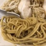 にぼ次朗 - 豚骨にぼ次郎半 野菜増し増し、タレと背脂は増し 麺は太麺